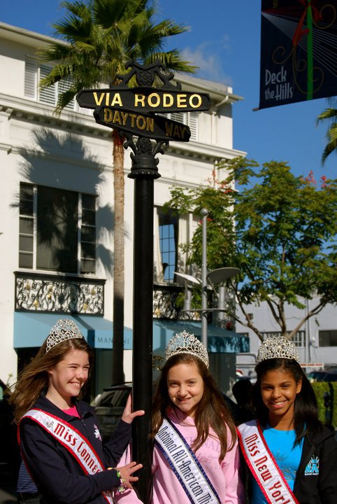 National American Miss Titleholders on the Hollywood Tour!