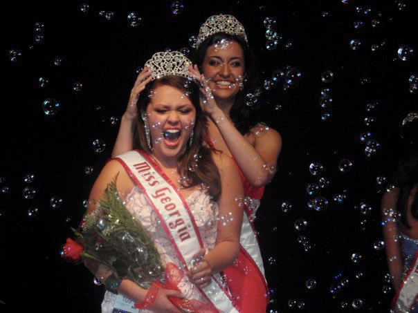Amanda Moreno is crowned the 2010 National American Miss Georgia Teen!